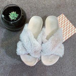 Fluffy flip flops pale pink